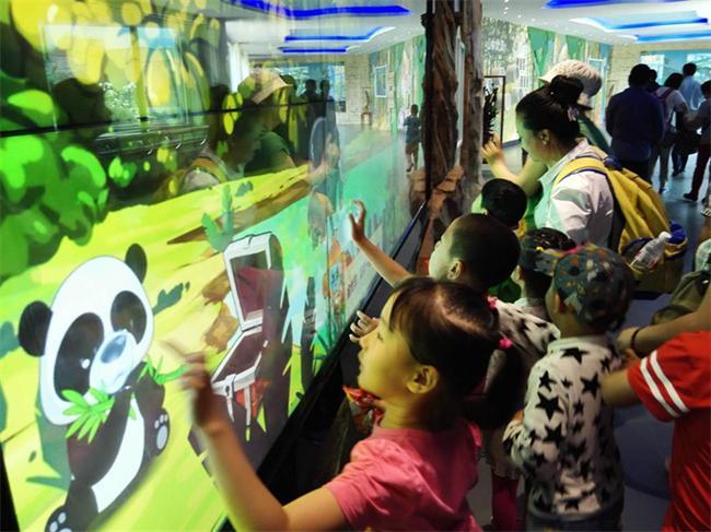 大连森林动物园金丝猴馆的建设改善了珍稀濒危野生